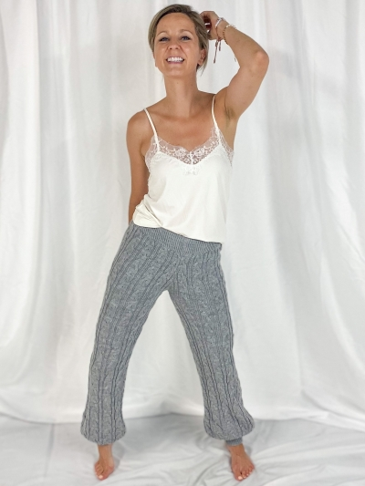 Cosy Knit pants logo