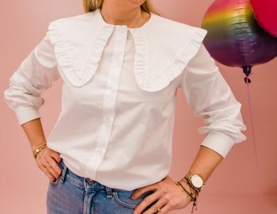 Demi blouse logo