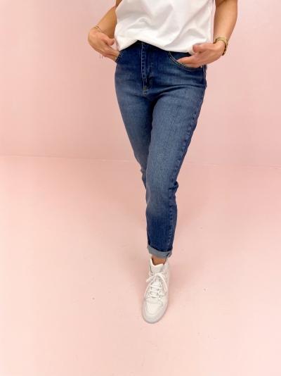 Mom Jeans logo