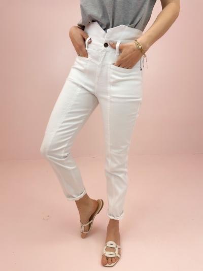 Zora jeans logo