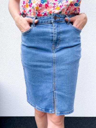 Calissa Rikka skirt logo