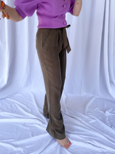 Garbo relaxed pants logo