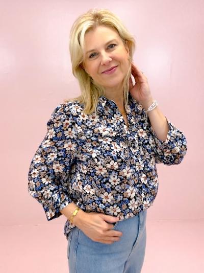 Regitze blouse logo