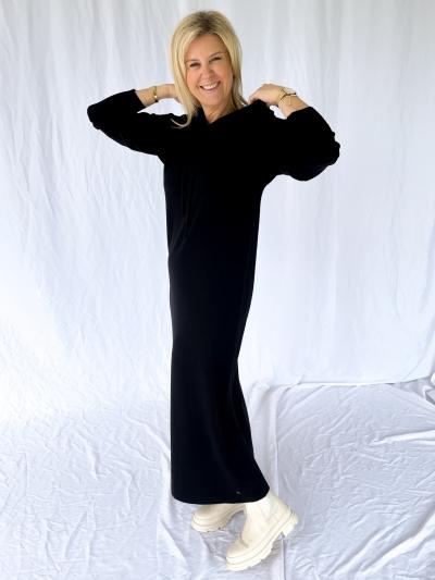 Tess knitted dress logo