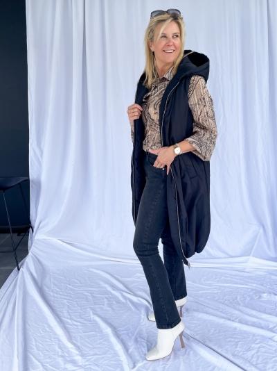 Hooded vest black
