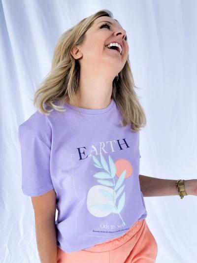 Earth printed tee ligth purple