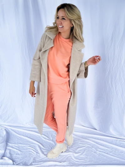 Rounded sleeve sweater peach