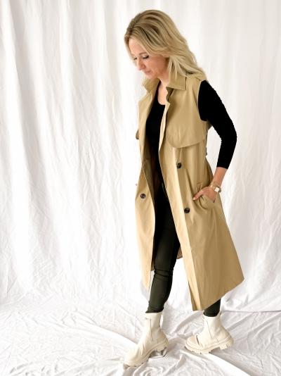 Sleeveless mantel beige