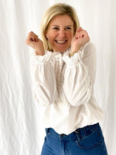 Romantic blouse ecru
