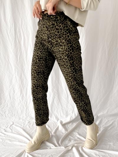Leopard jeans logo