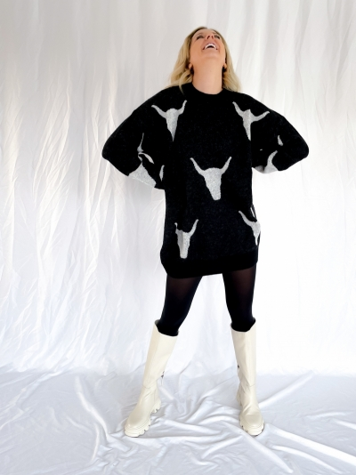 Knitted Bull Jacquard  black