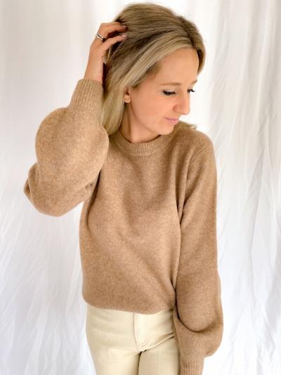 Jessiki Helanor knit logo