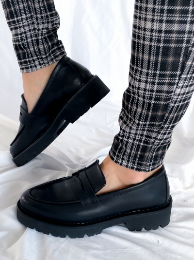 Bee bold loafer logo